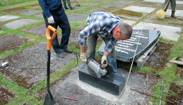 демонтаж памятника на кладбище в Москве