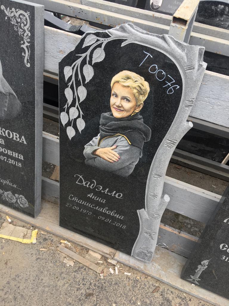 Цветной портрет на памятнике на могилу