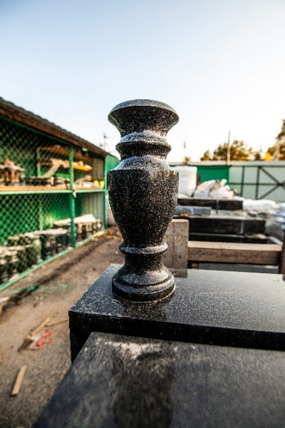 Сколько стоят памятники на могилу