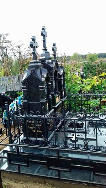 Фото памятников на кладбище из гранита