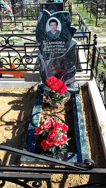 Памятники и надгробия образцы из гранита