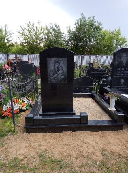 Камень габбро для памятника