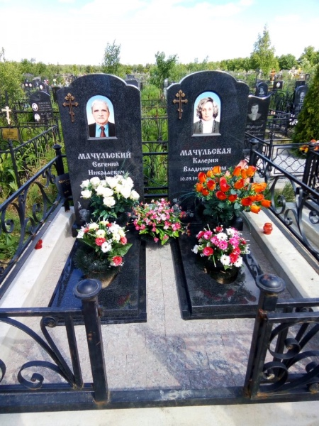 Дизайн памятников и надгробий фото на кладбище
