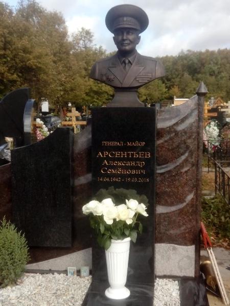 Сколько стоит надгробие на могилу